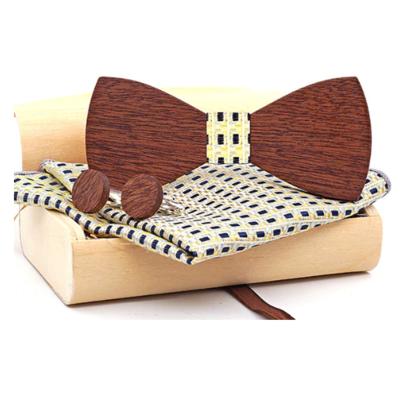 Dřevěné manžetové knoflíčky s motýlkem Choros
